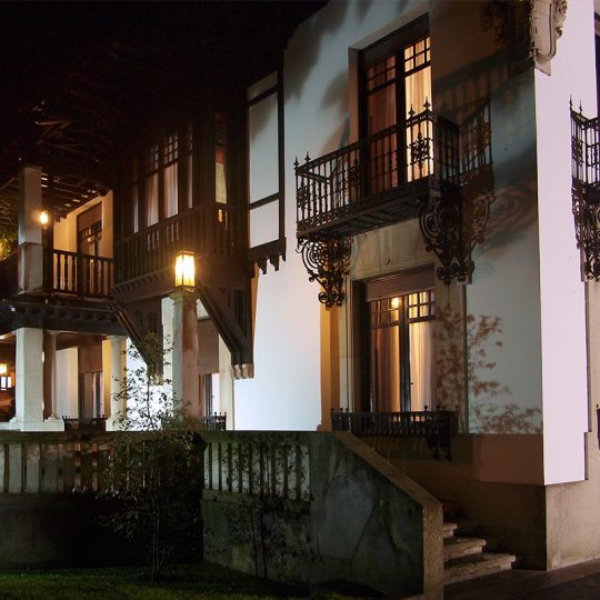 http://www.palacioarias.es/wp-content/uploads/2016/02/foto-132-540x540.jpg