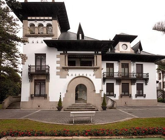 http://www.palacioarias.es/wp-content/uploads/2016/02/palacio-arias-540x459.jpg