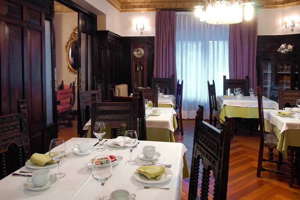 http://www.palacioarias.es/wp-content/uploads/2016/12/Foto11.jpg