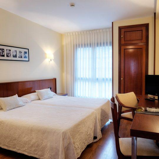http://www.palacioarias.es/wp-content/uploads/2016/12/Hotel1-540x540.jpg
