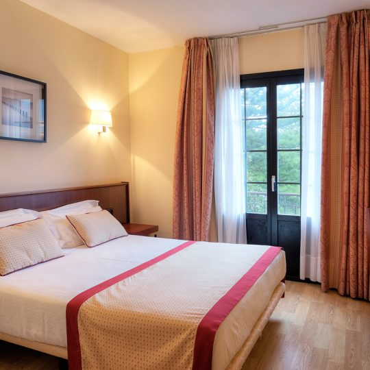 https://www.palacioarias.es/wp-content/uploads/2016/12/Hotel2-540x540.jpg