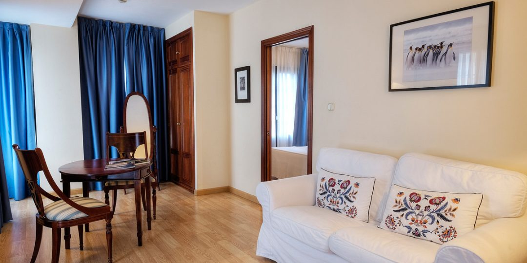 http://www.palacioarias.es/wp-content/uploads/2016/12/Hotel3-1080x540.jpg