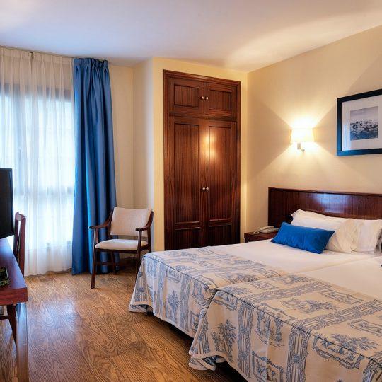 http://www.palacioarias.es/wp-content/uploads/2016/12/Hotel4-540x540.jpg