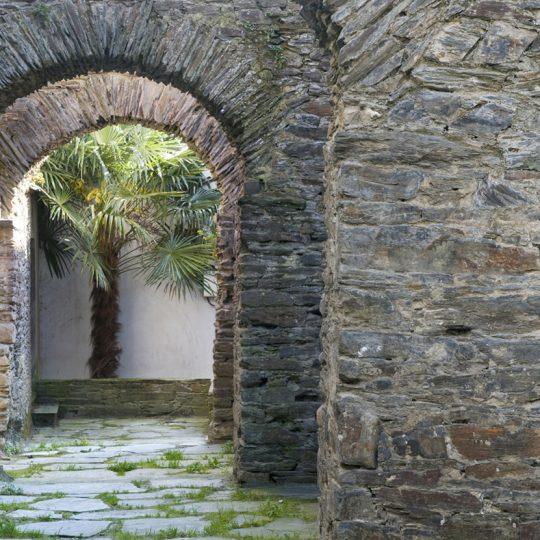 http://www.palacioarias.es/wp-content/uploads/2016/12/Navia-La-Muralla-02-copia-540x540.jpg