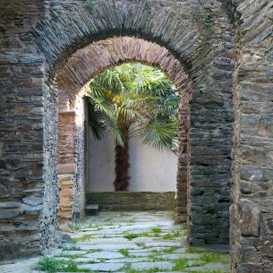 http://www.palacioarias.es/wp-content/uploads/2016/12/NaviaLaMuralla305.jpg